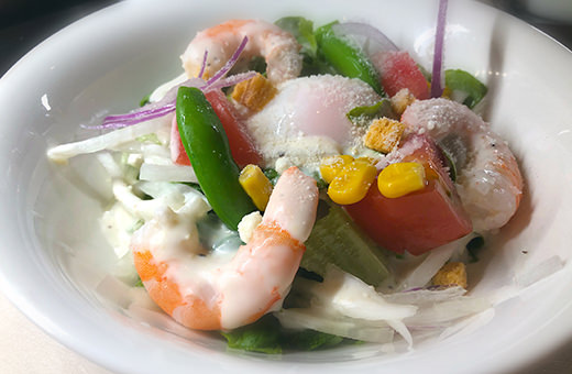 海老と温玉のシーザーサラダ