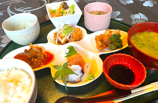 宮崎鶏の唐揚げ三種&お造りランチ